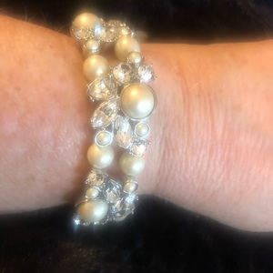 Carolee crystal & imitation pearl stretch bracelet